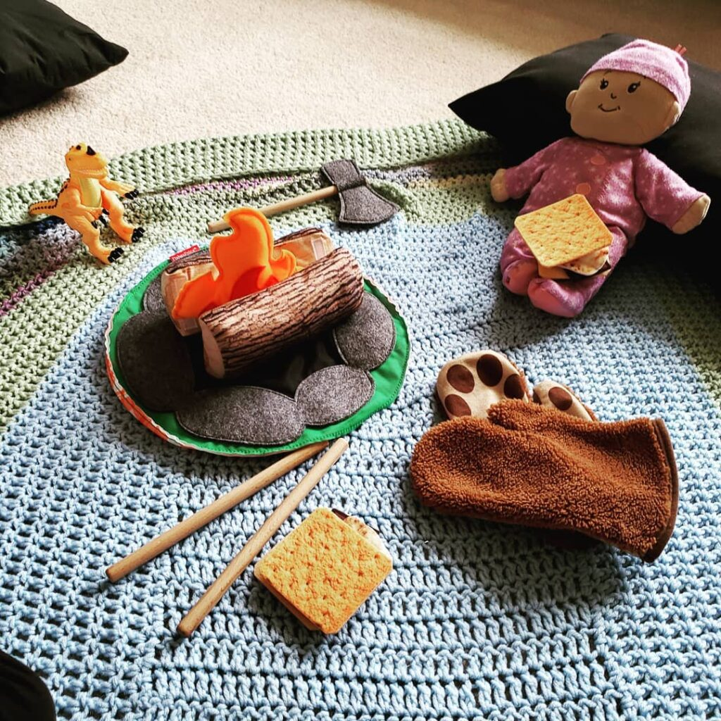 Felt smores kit for indoor camping, pretend fire, marshmallows and roasting sticks